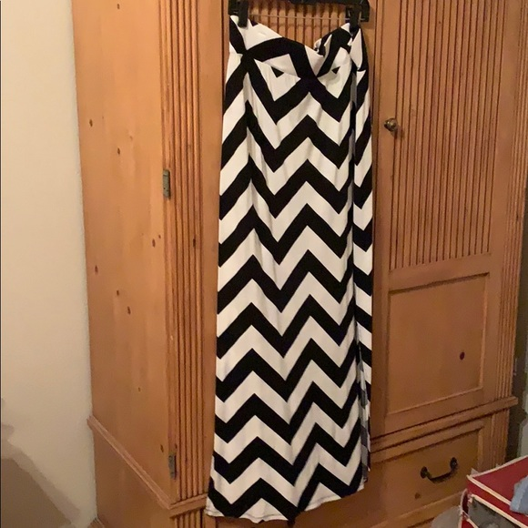a.n.a Dresses & Skirts - Black/white chevron skirt